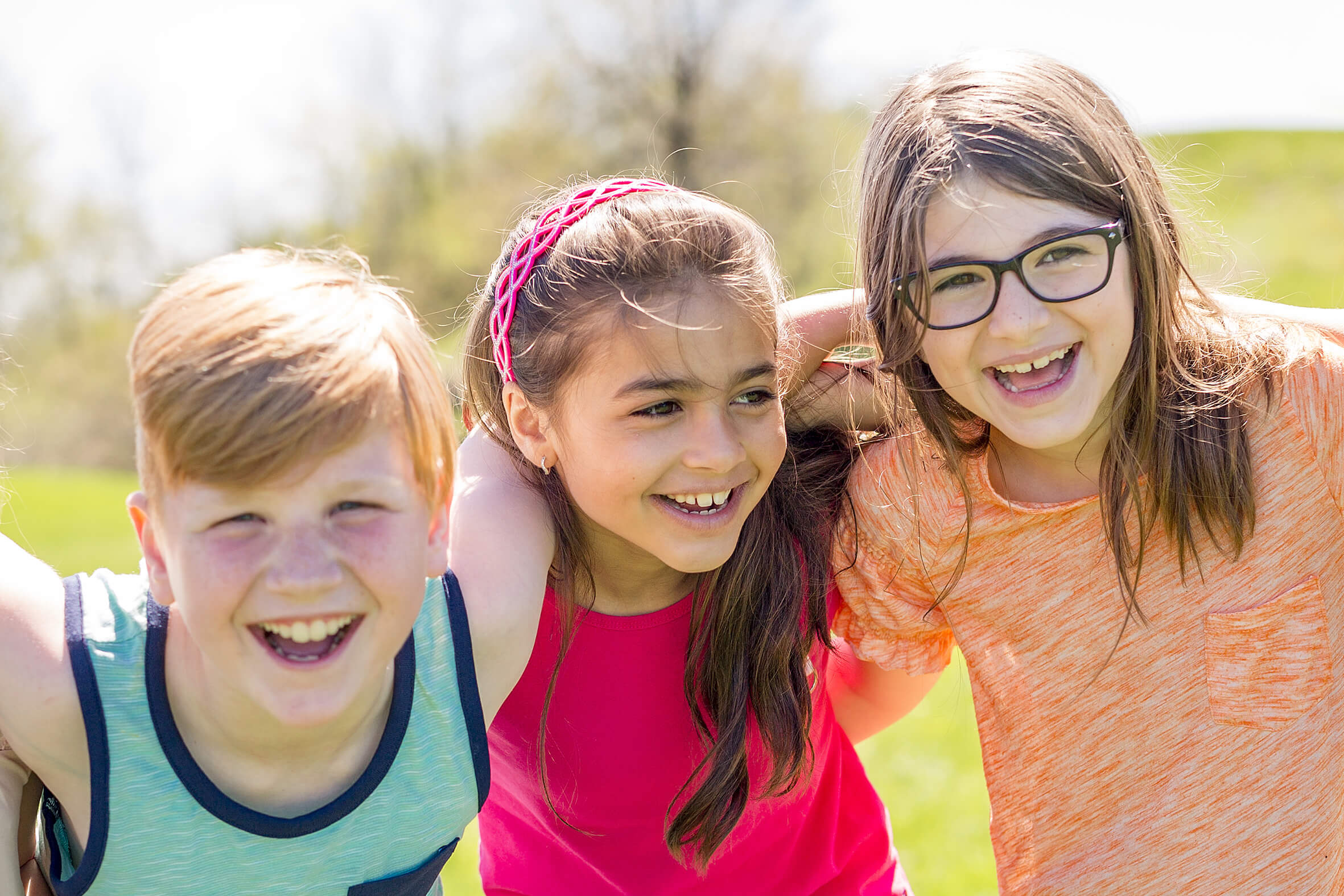 Group Of Child Have Fun On A Field Fotocredit: AdobeStock
